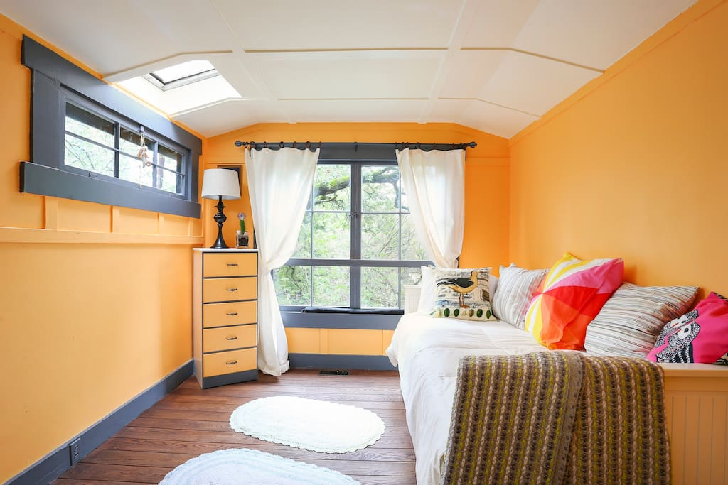 Another view of our fun Tangerine room
