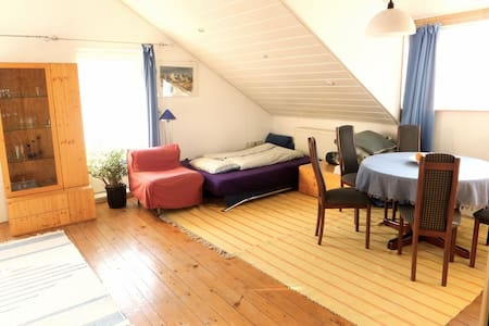 Großzügige Dachgeschoss-Wohnung  - Leibertingen - Apartamento