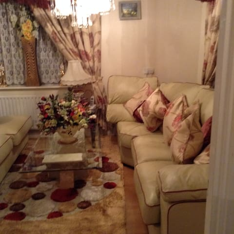 Great Room & Living Space Central London - London - House