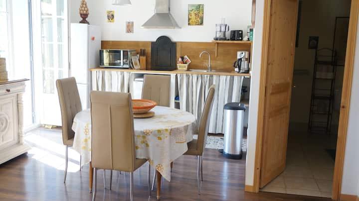 Annexe - Appartement n°6  avec chambre séparée.