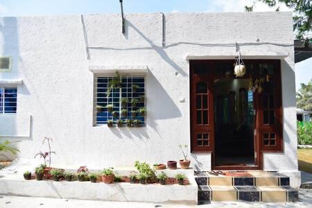 La Vida -Entire Farmhouse 2 Bedroom and 3 Bathroom