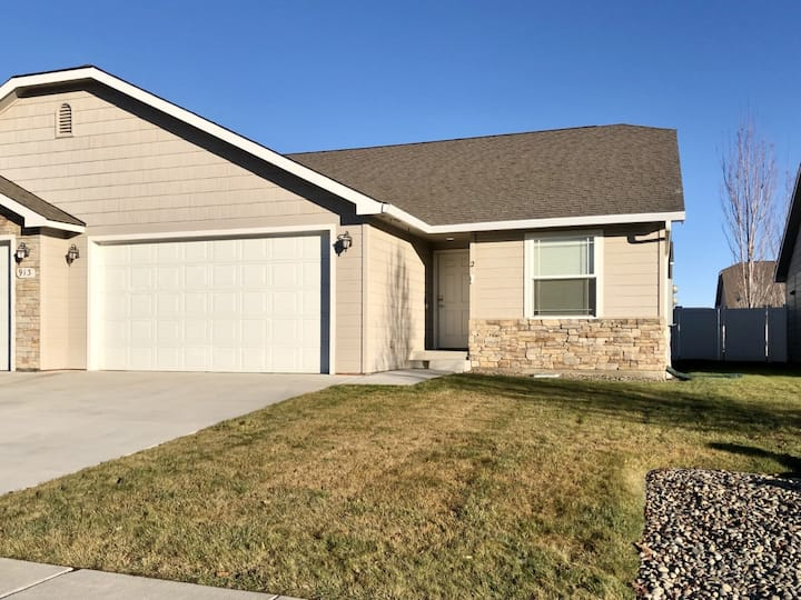 Safe & Quiet West Valley home 10 min to VMM hosp.