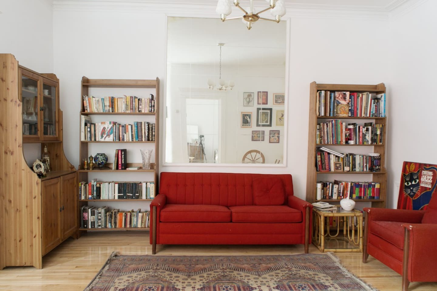 Bright and Charming Apt in Mile End