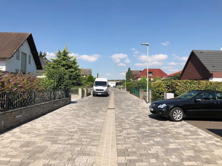 Möblierte 3 Zimmer Souterrainwohnung in Rosbach