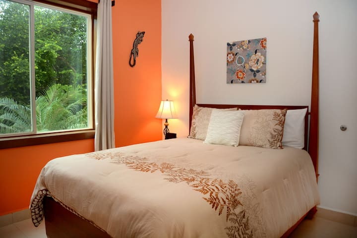 3rd bedroom with queen-size bed