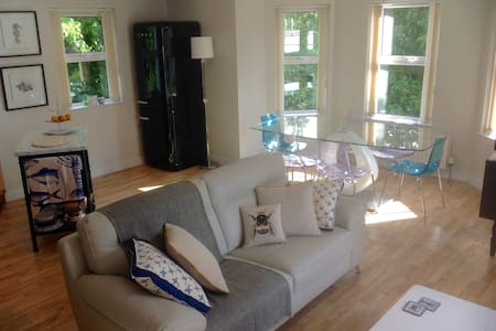 Quiet apartment in historic harbour area. - Newcastle - Flat