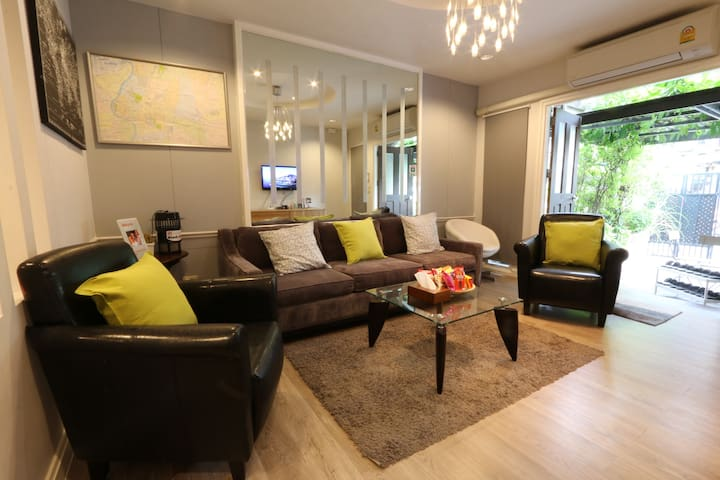 The Duplex, 4-bedrooms : 3 mins to Sutthisan MRT