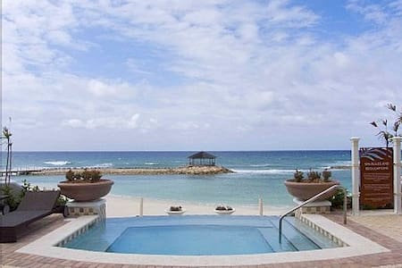 Luxurious Apt in Ocean Front Condo - Montego Bay