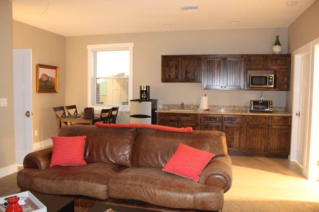 living area with kitchenette and dining area
