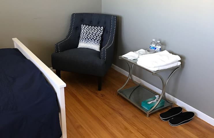 Cozy room near westlake mall. - Daly City - House