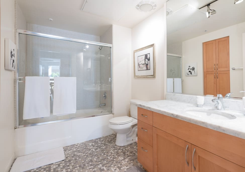 Roomy bathroom w/ marble counters and large soaking tub