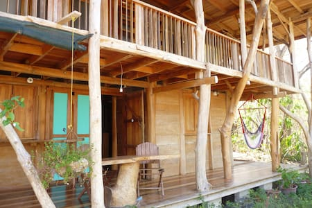 Tree house in a real jungle setting - Puntarenas Canton