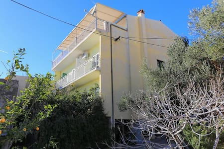 Studio flat near beach Igrane, Makarska (AS-311-a)