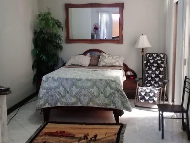 Guest suite on the beach next to Cocal, with AC