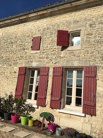 Charming home in Charente Maritime. - Saint-Genis-de-Saintonge - Ev