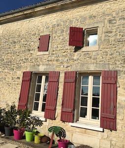 Charming home in Charente Maritime. - Saint-Genis-de-Saintonge - Haus