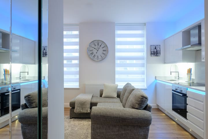 Contemporary CENTRAL apartment 'The Nook' Chester. - Chester