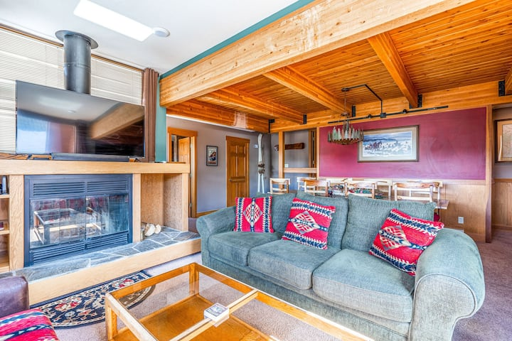 Chalet-style condo w/ ski-in/ski-out access, a private hot tub and great views!