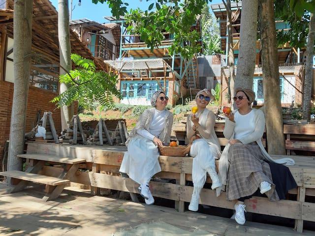 KAI LEISURE AND CAFE /  TENGAH /KAMAR MANDI LUAR