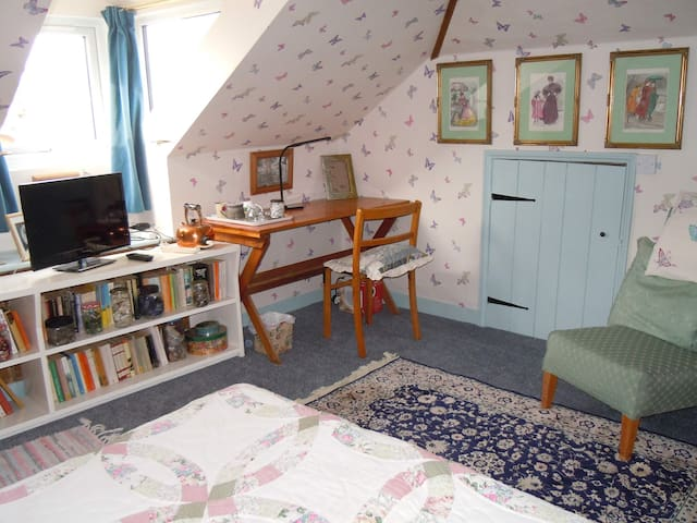 Charming ensuite attic double bedroom