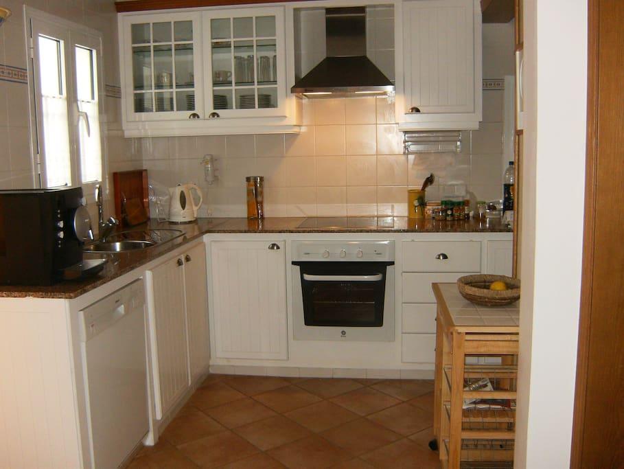 Helle und geräumige Küche