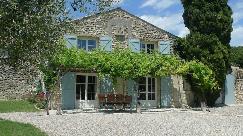 """Côté sud "" lodge , heart of Provence , Clansayes"