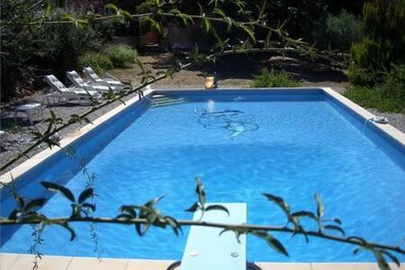 RDC de villa avec grande piscine privative, 6 Pers - Rians - บ้าน