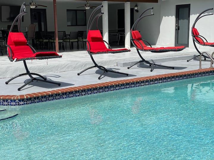The Tamiami House, Warm Miami Pool Home