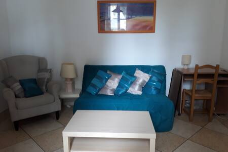 Grand studio  /coin nuit 45 m2 proche plage Magaud