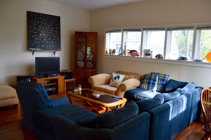 1BR DT Indy; PERFECT for Indy500