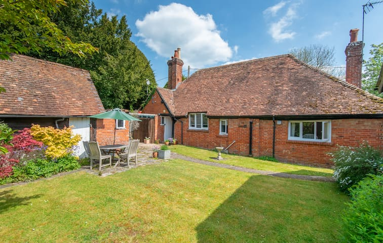 Secluded  Self contained Listed Manor Cottage