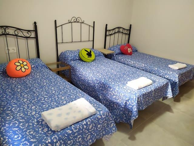 hab tres cama min 2 personas