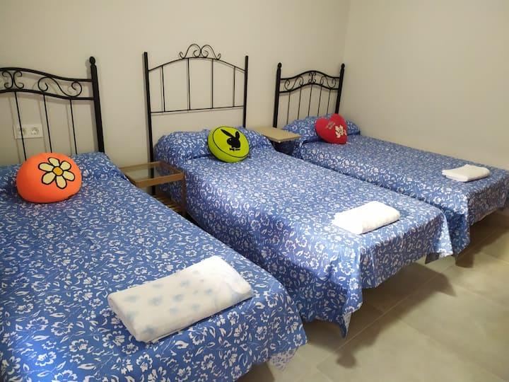 hab tres cama este precio es para 2 personas