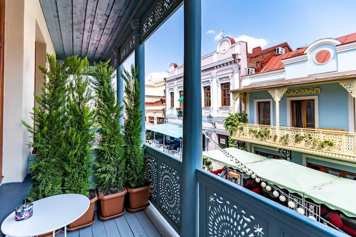 ✺Cozy 2BR. apt. w/ Balcony on Aghmashenebeli ave.✺