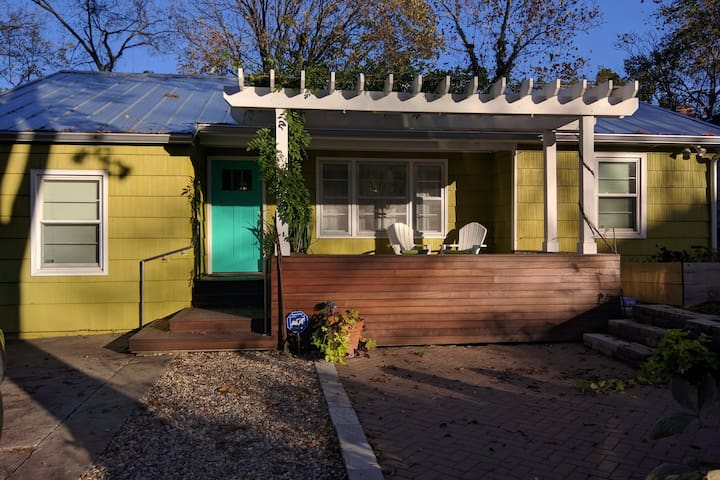 Luxury Mid-Century Home Close to Campus & Downtown - Lawrence - House