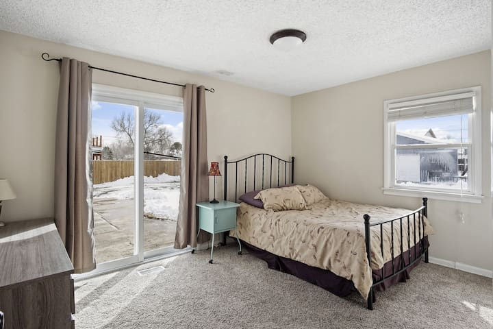 2nd bedroom with backyard access