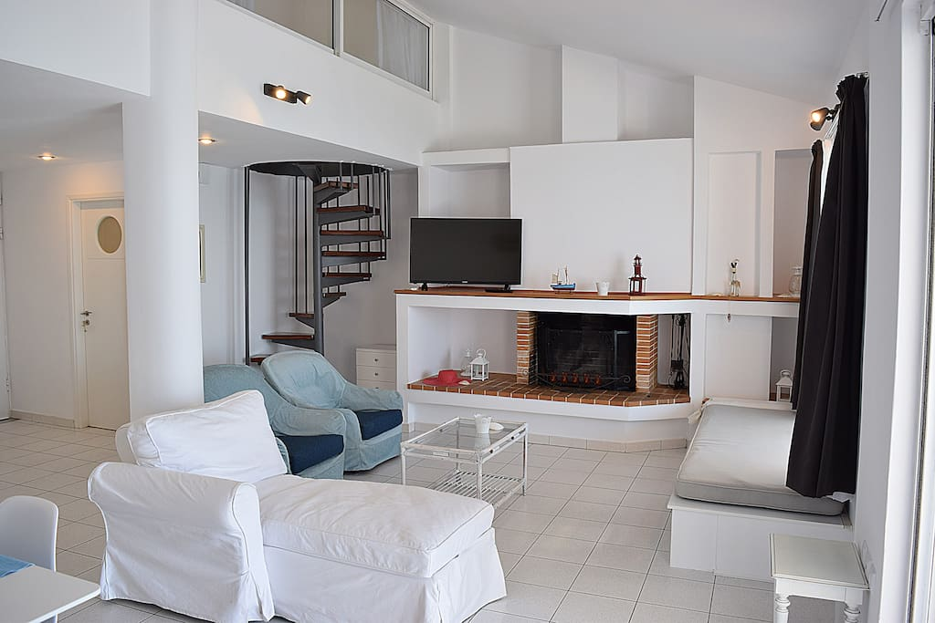 The living room - Waterfront Loft Apartment in Kiveri village close to Nafplion