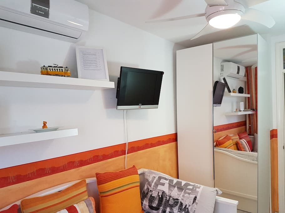 Here you can see some of the many amenities the room offers (TV, A/C, Fan, Safe).