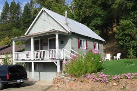 Sierra's Main Street Cottage - Greenville