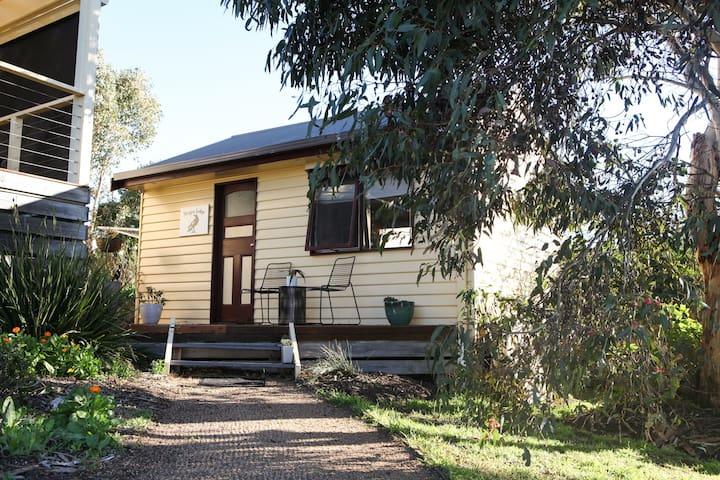 Magpie Lodge, period style bungalow & garden views