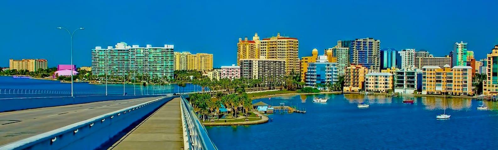 Cozy Waterfront Condo Downtown Sarasota