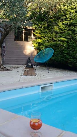 Proche sommieres  villa piscine