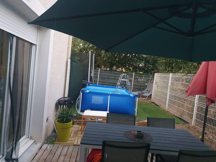 Maison piscine à 20mn plages et de Montpellier.