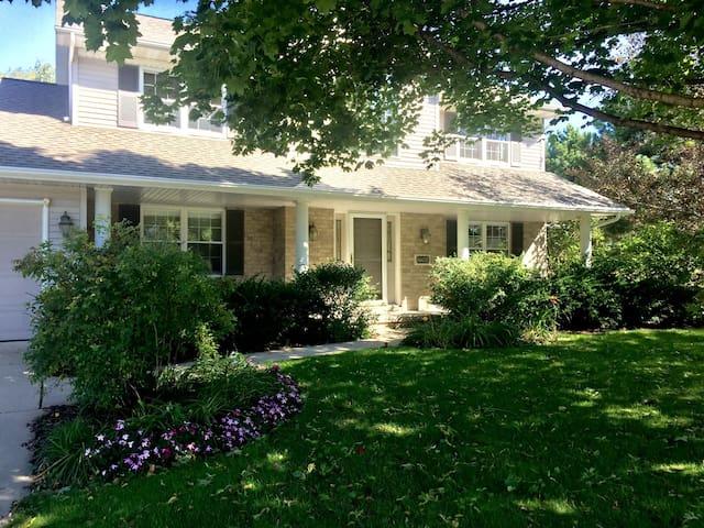Entire house, quiet Green Bay retreat