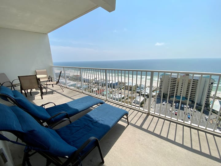BEST PRICES, Sleeps 8! Amazing Ocean View & Resort