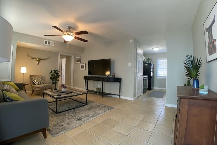 New listing! Family-friendly condo w/ a full kitchen - in the heart of Galveston