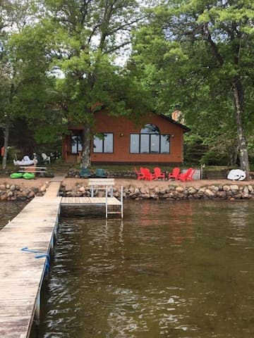 Golden Getaway- close to snowmobile & ski trails!