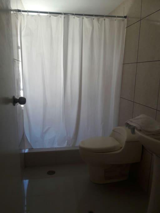 Baño privado con agua caliente las 24 horas