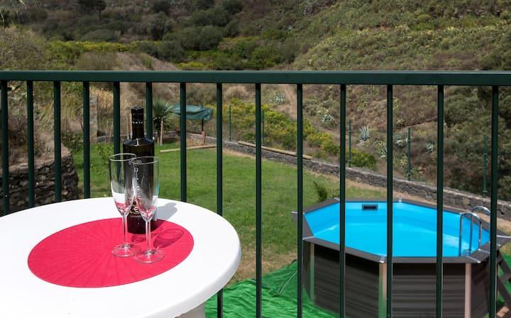 Elegant Villa with amazing garden with pool