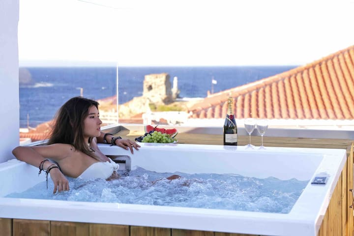 Central Jacuzzi Suite with Breathtaking Views
